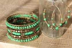 Antik smaragzöld szett Karkötő: 3.500 Ft, Fülbevaló 1.500 Ft, Szettben: 4.500 Ft