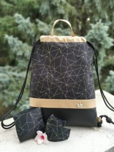 Fekete-arany geometriai mintás hátizsák